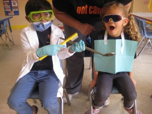 Spanish Schoolhouse preschoolers learn about dental health