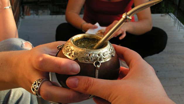 Sharing mate in Argentina